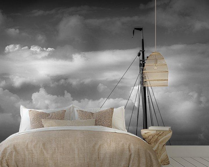 Sfeerimpressie behang: Minimalisme, de mast van een zeilschip in zwart wit van Margreet van Tricht