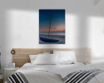 Zeilboot bij zonsondergang van Patrick Herzberg