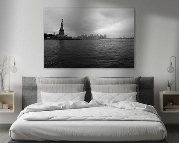 Lady Liberty bewacht die Stadt von Willem Holle WHOriginal Fotografie