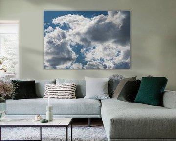 Felle belichte wolken van JM de Jong-Jansen