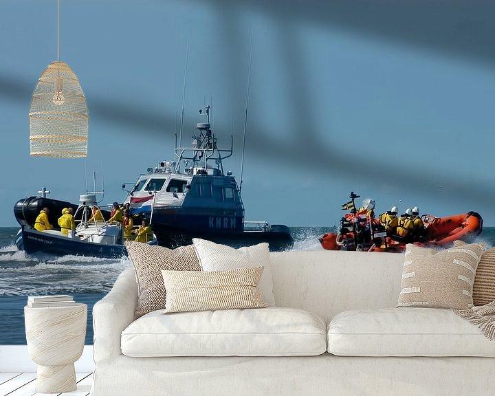 Sfeerimpressie behang: De KNRM boot in volle actie op Zee. van Brian Morgan