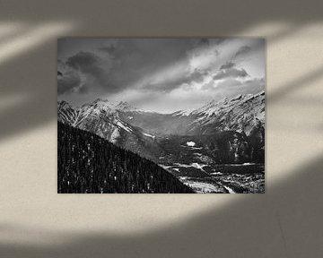 Berge hinter Banff von Graham Forrester
