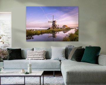 Polderlandschaft mit Nebel und Windmühle von Menno van der Haven