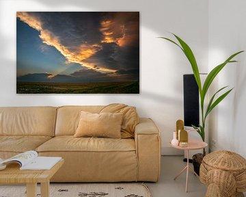 Sonnenstrahlen auf dem Amboss eines Gewitters von Menno van der Haven