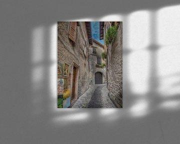 Oud verlaten straatje in Italie van Karin vd Waal