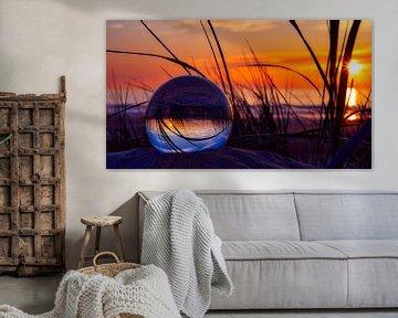 Zonsondergang Katwijk aan Zee (lensball) van Wim van Beelen