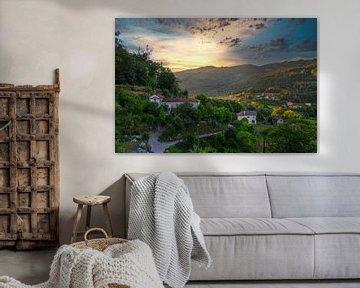 Villa classique dans un paysage montagneux