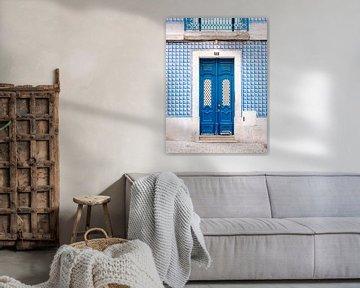 Die blaue Tür von Lissabon von Raisa Zwart