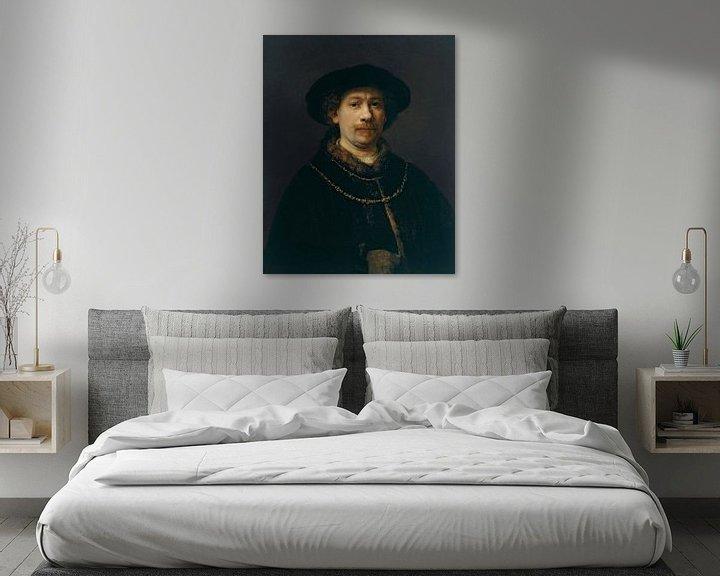 Sfeerimpressie: Zelfportret met hoed en twee kettingen, Rembrandt van Rijn