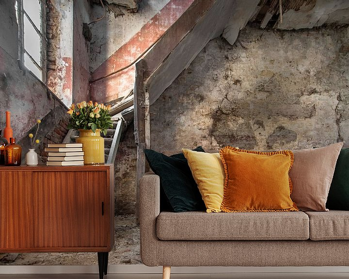 Sfeerimpressie behang: Oude trap Fotobehang van Olivier Photography