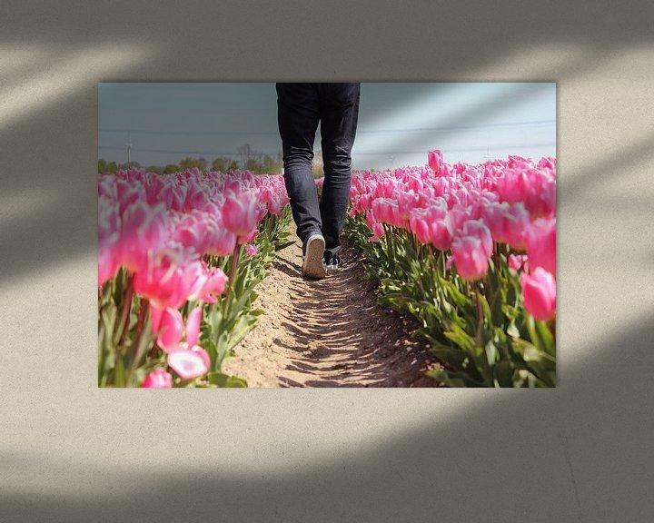 Sfeerimpressie: Lopen door een tulpenveld van Map of Joy