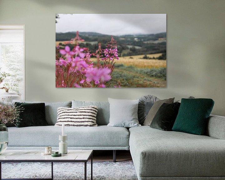 Sfeerimpressie: Roze bloemen met uitzicht van Map of Joy