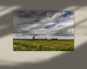 Een molen met mooie wolkenlucht. van Erik de Rijk