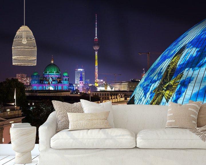 Sfeerimpressie behang: Berlijnse televisietoren in een bijzonder licht van Frank Herrmann