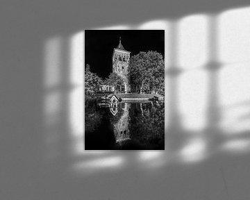 Die Kirche des friesischen Dorfes Oosterend im Abendlicht von Harrie Muis