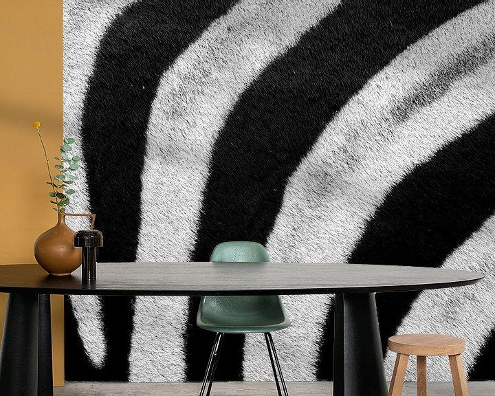 Sfeerimpressie behang: Zebrahuid patroon zwart wit van John Stijnman