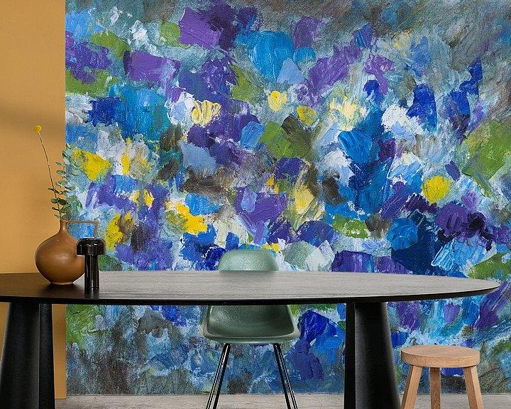 Sfeerimpressie behang: Abstract schilderij impressie viooltjes van Paul