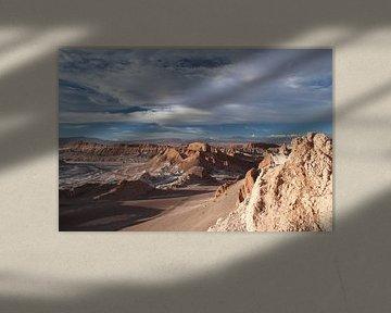 Valle de la Luna met de Andes op de achtergrond tijdens schemering van A. Hendriks