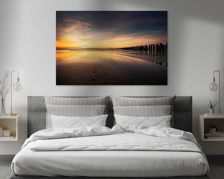Sfeerimpressie: Slowly You Dissolve (zonsondergang strand Domburg) van Thom Brouwer