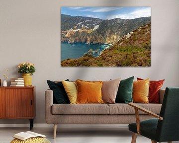De ruige schoonheid van de kliffenkust bij Slieve League , Donegal, Ierland. van Mieneke Andeweg-van Rijn