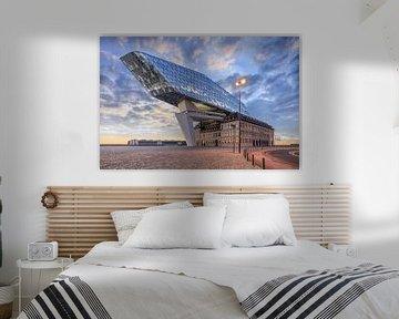 Havenhuis Antwerpen bij schemering met dramatische wolken van Tony Vingerhoets