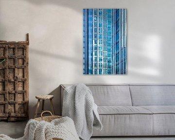 Reflexion in der Glasoberfläche eines Wolkenkratzers von Tony Vingerhoets