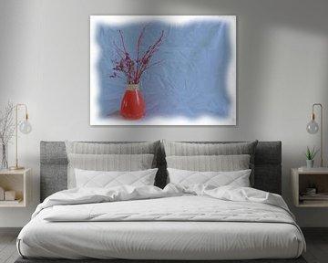 Rosa Vase und rote Blumen von Maurice Dawson