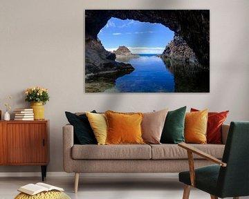 Natuurlijk zwembad met een rotsboog in Seixal op Madeira van Sjoerd van der Wal