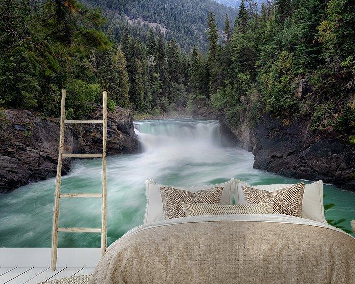 Sfeerimpressie behang: Mount Robson Overlander Falls van Vivo Fotografie