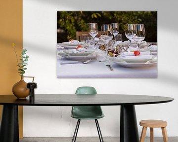 Feestelijk gedekte tafel in de tuin van Werner Dieterich