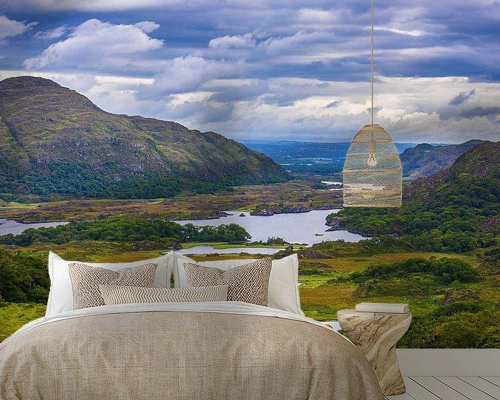 Sfeerimpressie behang: De Ladies View, in Killarney nationaal park, Ierland van Henk Meijer Photography