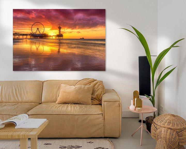 Sfeerimpressie: Prachtig avondrood  bij De Pier in Scheveningen van Rob Kints