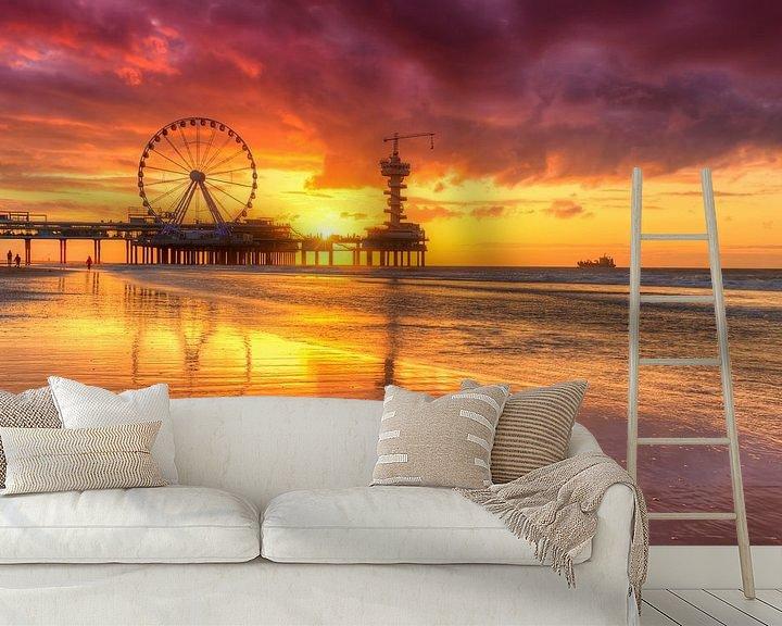Sfeerimpressie behang: Prachtig avondrood  bij De Pier in Scheveningen van Rob Kints