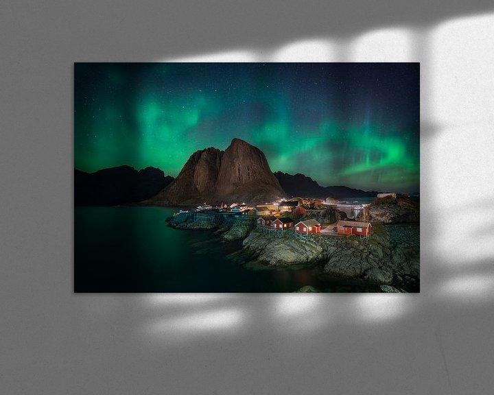 Sfeerimpressie: Noorderlicht boven Hamnoy van Edwin Mooijaart