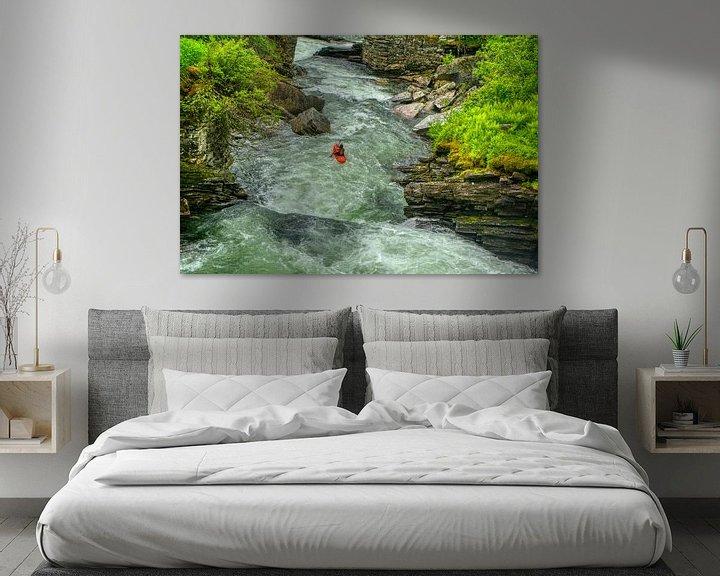 Sfeerimpressie: Kajakker in een rivier van Jos Venes