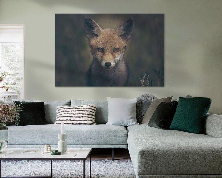 Sfeerimpressie: Portret van een jonge vos in de Nederlandse natuur in een dark moody setting van Maarten Oerlemans