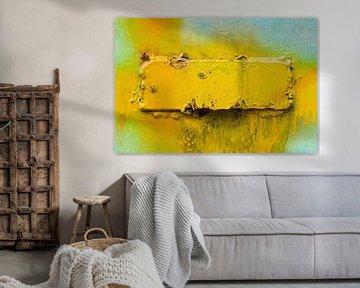 Metalen oppervlak met gele verf van Tony Vingerhoets