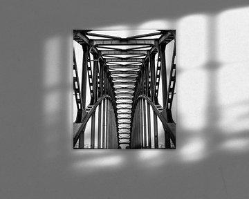 Die alte Ijsselbrug von Wouter Van der Zwan