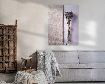 Lavendel op hessian en roze van Graham Forrester