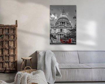 LONDON St. Paul's Cathedral & roter Bus von Melanie Viola