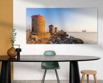 Windmühlen am Mandraki-Hafen auf Rhodos von Werner Dieterich