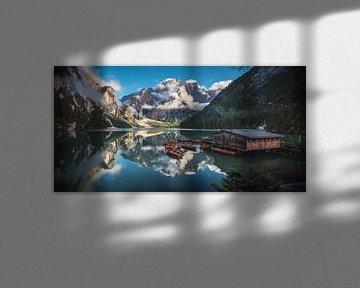 Braies Wildsee panorama in de avond van Jean Claude Castor