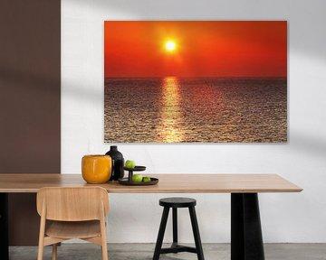 Stimmungsvoller Sonnenuntergang am Meer von Frank Herrmann