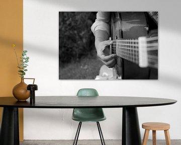 gitaar die bespeeld wordt van Floor Wessels