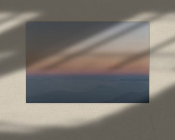 Abstracte zonsopkomst met pastel kleuren van Ellis Peeters