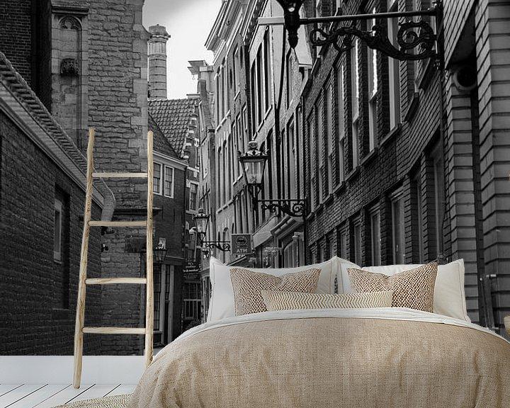 Sfeerimpressie behang: Amsterdam   Oudekerksplein gezien vanaf de Oudezijds Voorburgwal van Mark Zoet