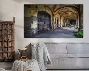 Het verlaten klooster in verval van Frans Nijland