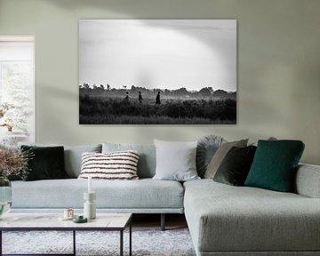 Einheimische Ugander / Schwarz-Weiß-Vintage-Bilder / Afrika / Straßenfotografie von Jikke Patist