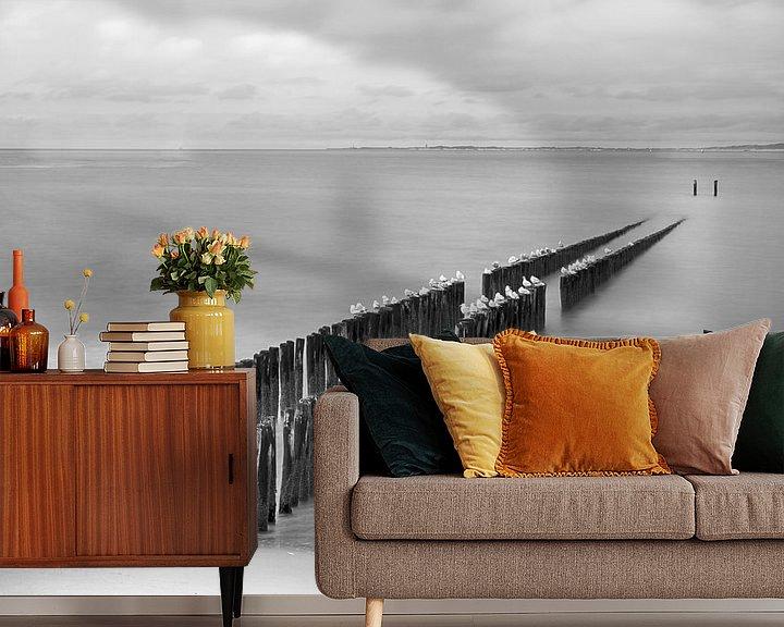 Sfeerimpressie behang: Strand in Zeeland in zwart-wit van Mark Bolijn