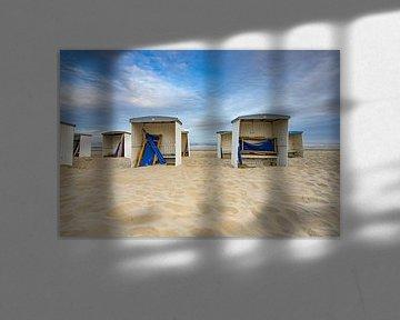 strandhuisjes op het strand van katwijk aan zee van Gerard De Mooij